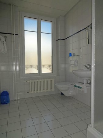 Lausanne Guesthouse: Private shower/wc