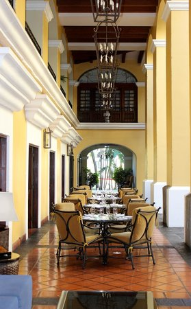 Costa Rica Marriott Hotel San Jose: Courtyard dining