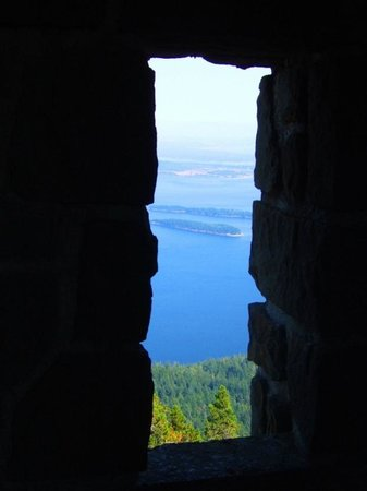 Otters Pond Bed and Breakfast: View on Mount Constitution walk