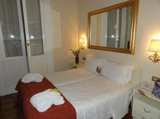 Residenza Frattina:                   Twin Bed room on 2nd Floor