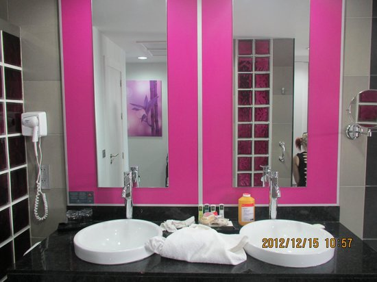Pinky purple grey bathroom picture of hotel riu palace - Purple and silver bathroom ...