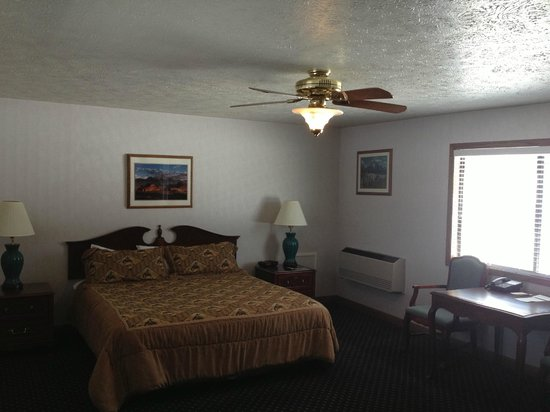 Alpine, WY: standard king room