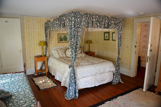 Windflower Inn: The bedroom