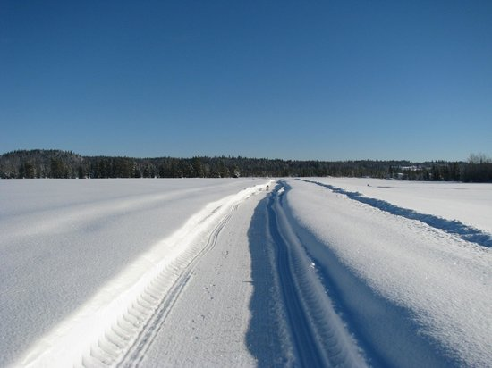 Norton North Ranch Cottages: 4 km of groomed trails just around the cottages soooo much space