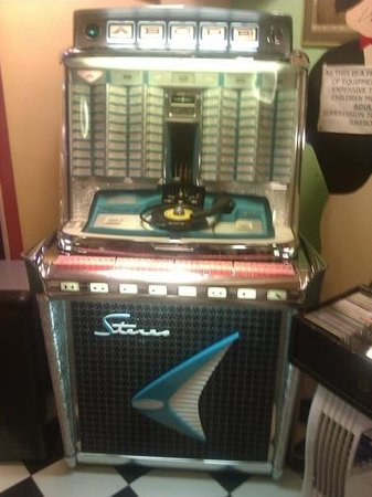 Brighton and Hove, UK: amazing free jukebox!