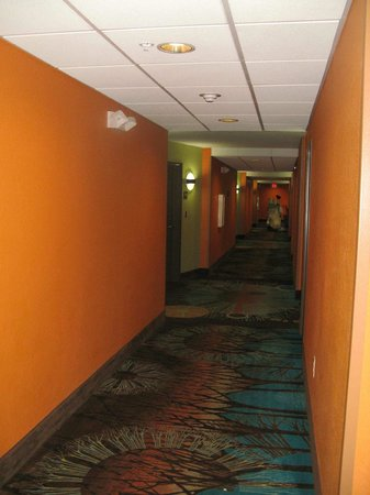 Comfort Suites at Fairgrounds - Casino: Interior Hallway