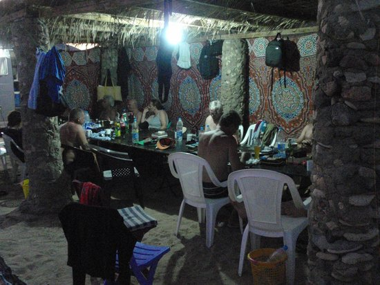 Dahab Divers South Sinai Hotel & Dive center: dinner table and only table in the camp