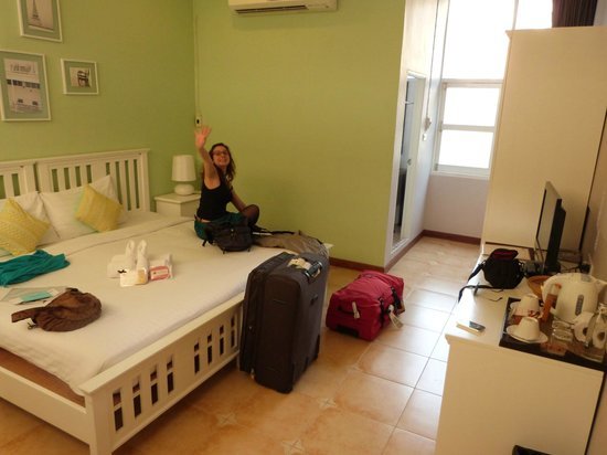 Feung Nakorn Balcony Rooms & Cafe: Chambre