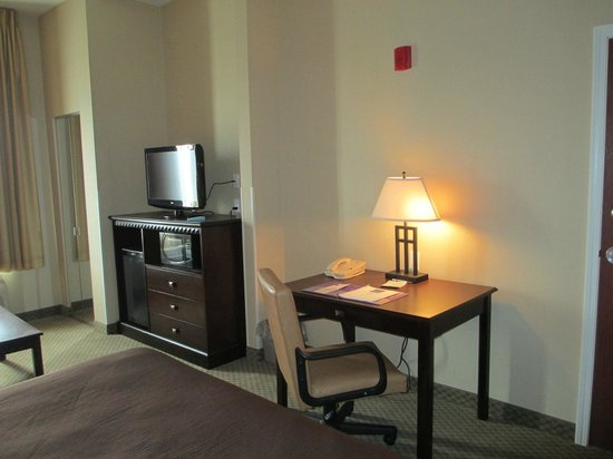 BEST WESTERN PLUS Frontier Inn: Work Desk, Flat Screen TV