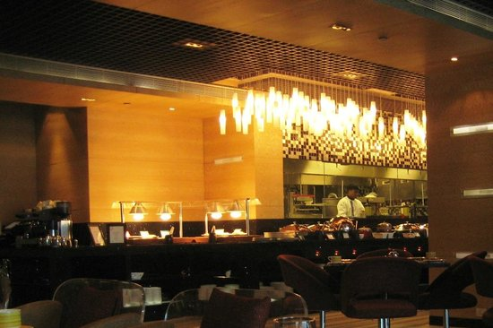 Vivanta by Taj Begumpet :                   DINING