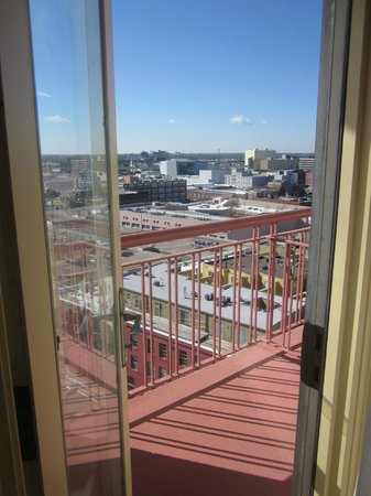 Embassy Suites  New Orleans-Convention Center: Balcony and view