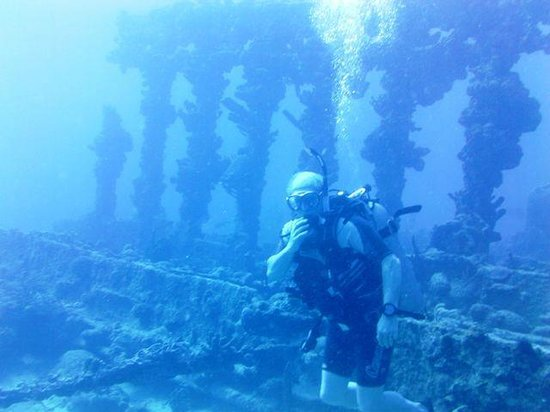 We Be Diving:                   Wreck of the Rhone