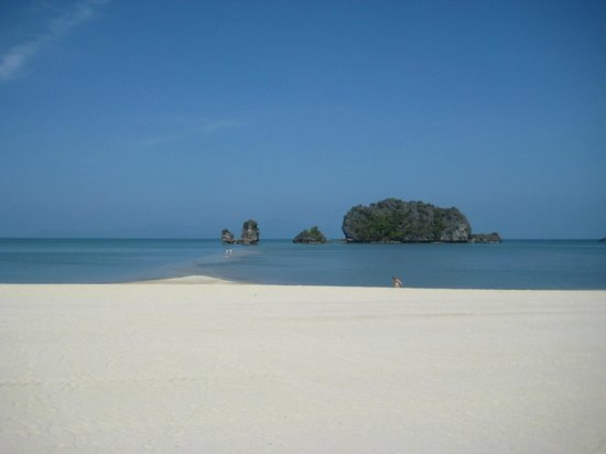 Tanjung Rhu Resort:                   The view when you relax in front  of the beach