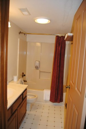 Nashville, IN:                   Full Guest Bath