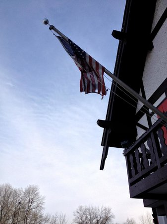 Alpine Valley Resort: Ripped American flag....BIG NO, NO