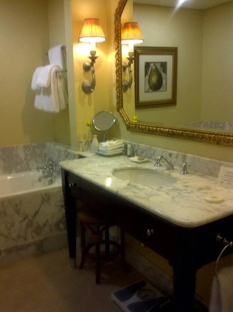 The Table Bay Hotel: Bathroom