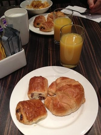 Holiday Inn Express London - Park Royal:                   breakfast !