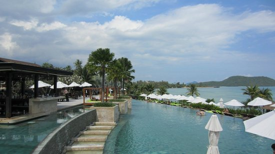 Radisson Blu Plaza Resort Phuket Panwa Beach:                   Main pool and pool bar