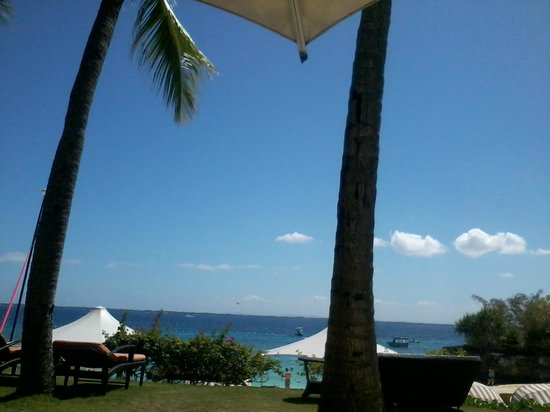 Shangri-La's Mactan Resort & Spa: The Beachfront