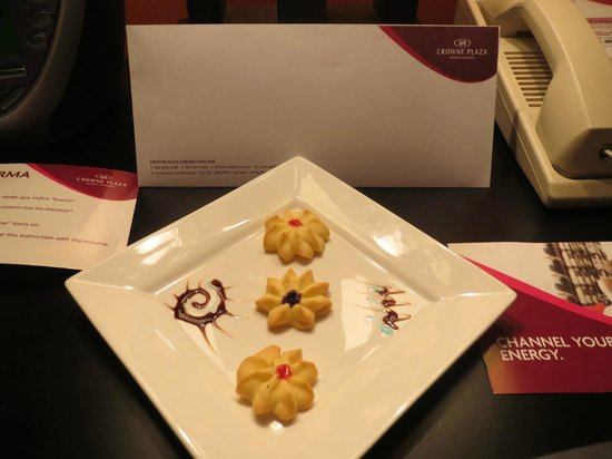 Crowne Plaza Hotel Corobici: Welcome cookies for Priority Club member