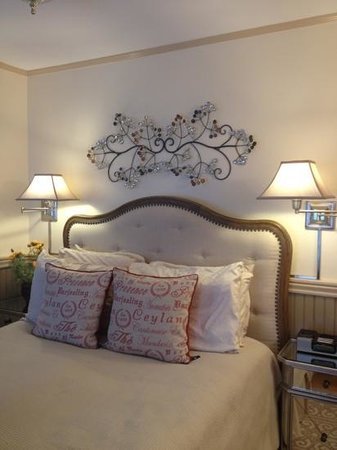 Hartstone Inn & Hideaway: Provence Room: Cozy and Intimate