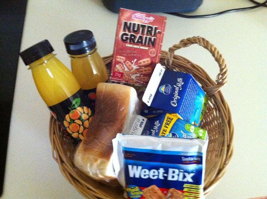 Rothbury Heritage Apartment Hotel: Basket breakfast in the fridge every day