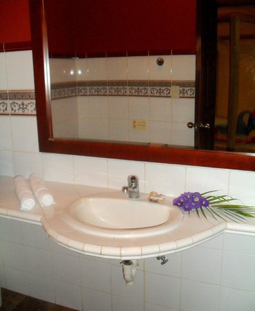 Hotel Cantarana: Bathroom of the Honeymoon room