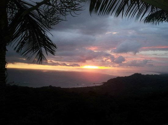 Dominical, Costa Rica: Sunset from the cabin porch