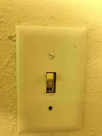 Ramada Westshore Tampa Airport: light switch in sleeping area