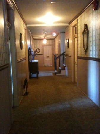 Hotel Jeffery: upstairs corridor (its me that's wonky not the hall!!)