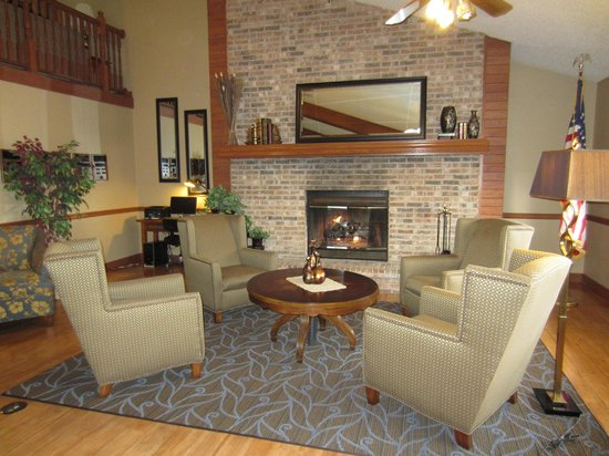 AmericInn Lodge &amp; Suites Hutchinson: West Lobby