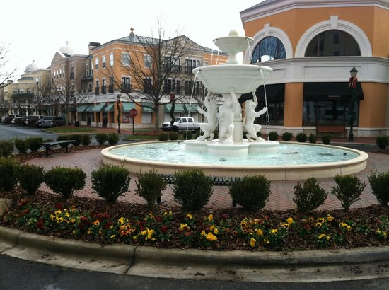 Hampton Inn Charlotte - South Park:                   Beautiful fountain in front of the hotel