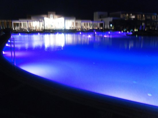 Pelagos Suites Hotel:                   main pool at night