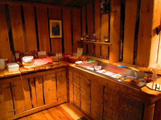 Basecamp Trapper's Hotel: Breakfast buffet