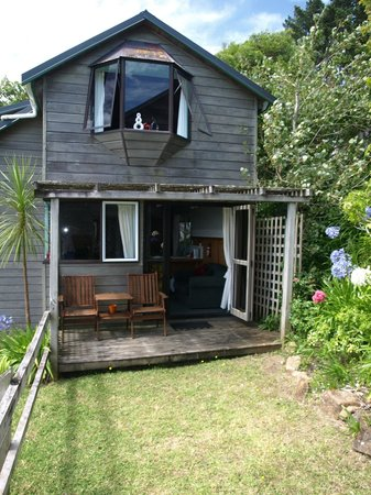 Grafton Cottage and Chalets: Manuka Chalet with Garden Area
