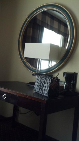 Holiday Inn Salisbury Downtown Area: mirror