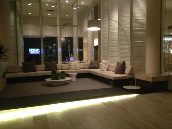 Sheraton Mirage Resort & Spa Gold Coast: Lounges at the front of the hotel to wait for your car/taxi