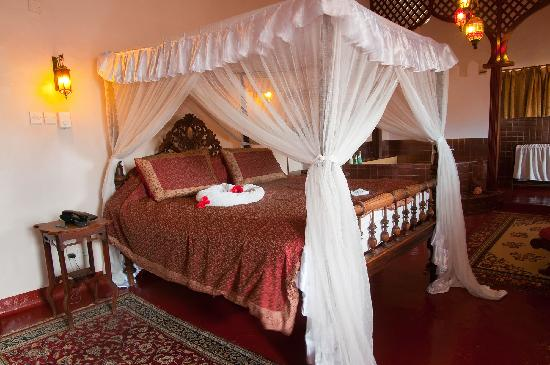 Zanzibar Palace Hotel: Suite Sultana - large open room with a double bed, sitting area, open bathroom with huge bath.