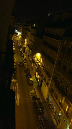 Elysees Mermoz Hotel : vista dalla camera di notte
