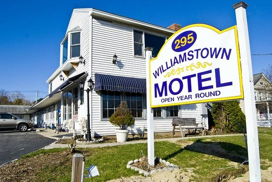Williamstown Motel: Sign Board with office in back