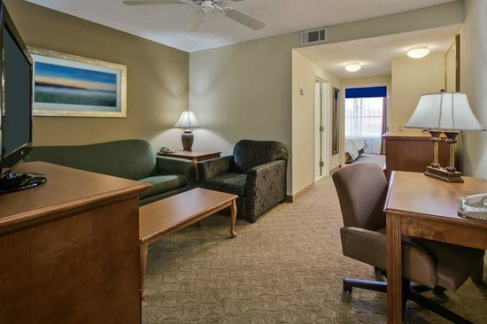 Country Inn & Suites By Carlson, Jacksonville : Onebedroom Suites Common Space!!