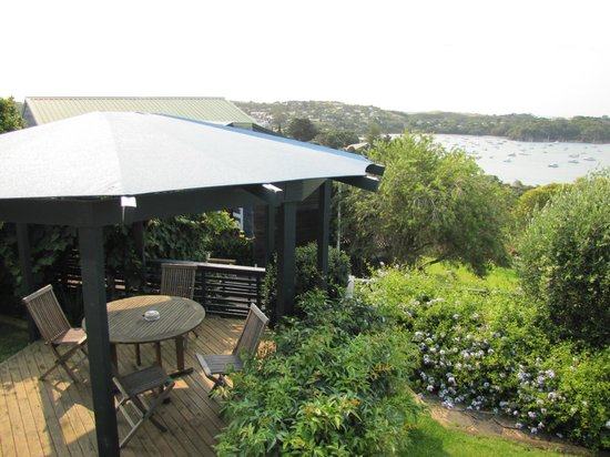 Tawa Lodge Waiheke Island: Deck Area