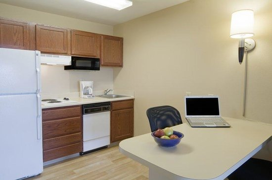 Extended Stay America - Phoenix - Chandler - E. Chandler Blvd.: Fully-Equipped Kitchens