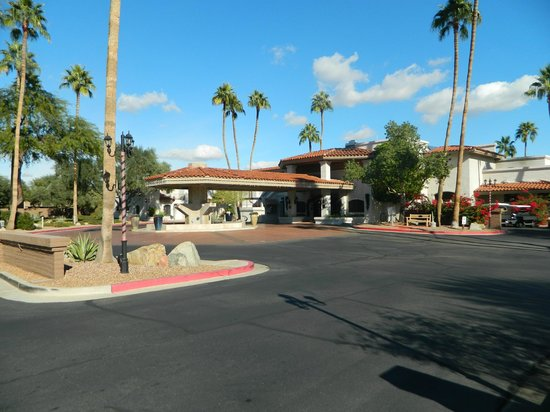 Scottsdale Camelback Resort: Entrance of the resort
