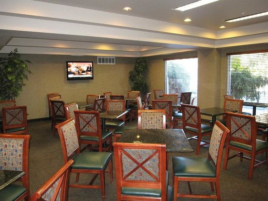 AmeriTel Inn - Boise Towne Square: Breakfast Lounge