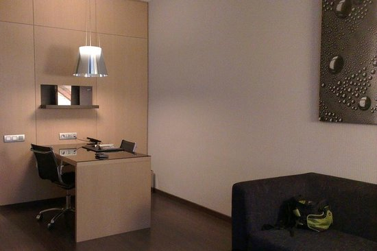 AC Hotel  Victoria Suites by Marriott: Study Room