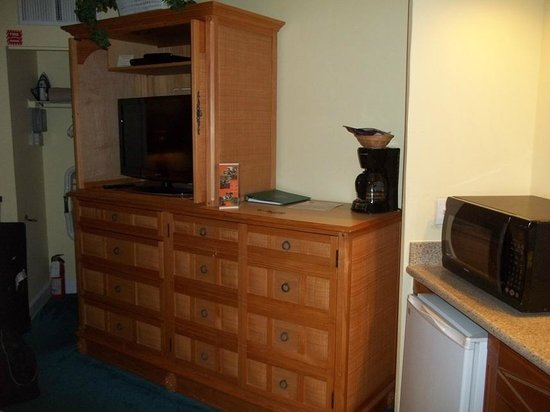 Cypress Pointe Resort:                   tv and coffee maker