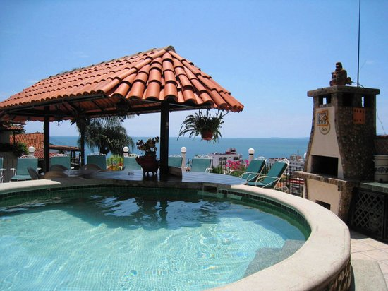 Casa Anita y Corona del Mar: Pool deck at Casa Anita