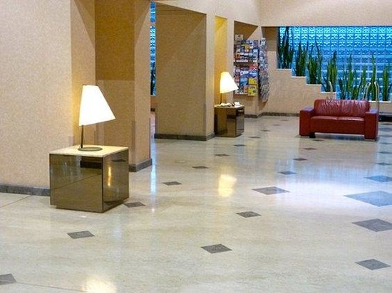 Perth Ambassador Hotel: Lobby