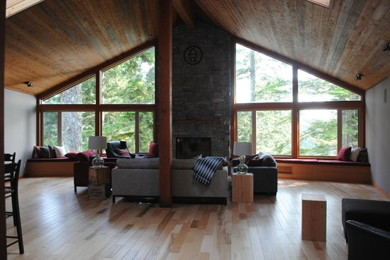 The Cabins at Terrace Beach: Lodge common room